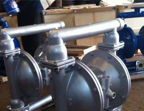 qby氣動隔膜泵換向閥 可自由移動通過入口閥球并填充液體腔